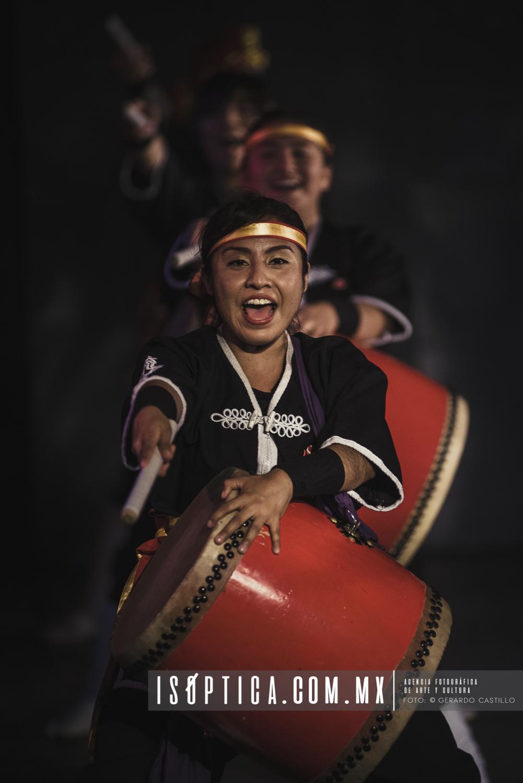 El ensamble Ryukyukoku se presenta en el Festival de Japón 2016