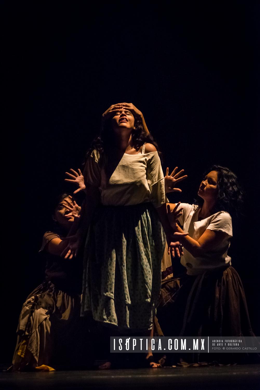 "Presenta La compañia Teatro de la Rendija ""Divino Narciso"" en e"