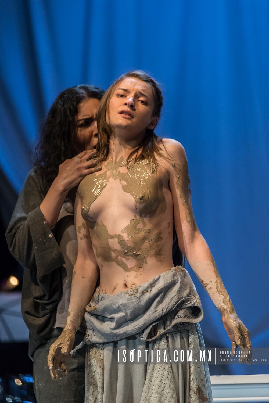 """Presenta La compañia Opera Portátil """"TITUS""""  En el CC Helénic"""